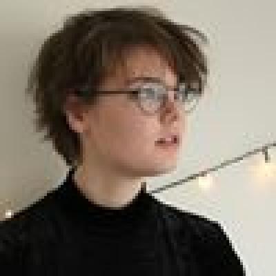 Karen zoekt een Appartement / Huurwoning / Kamer / Studio / Woonboot in Amsterdam