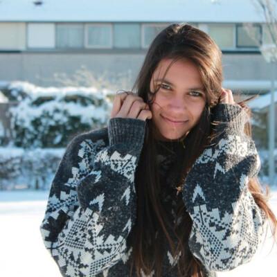 Vivianna zoekt een Appartement / Huurwoning / Kamer / Studio / Woonboot in Amsterdam