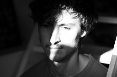 Jonathan zoekt een Appartement/Huurwoning/Kamer/Studio/Woonboot in Amsterdam