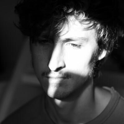 Jonathan zoekt een Appartement / Huurwoning / Kamer / Studio / Woonboot in Amsterdam