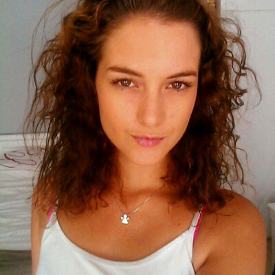Angela zoekt een Appartement / Huurwoning / Kamer / Studio / Woonboot in Amsterdam